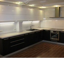 Черна-белая кухня-1