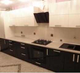 Черна-белая кухня-2