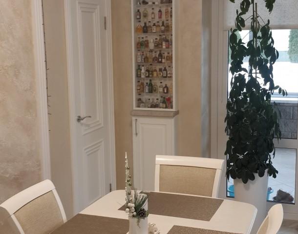 Кухня, обеденная группа + навесные закрытые полки, МДФ крашенный, Z-1 белый, петли с доводчиком