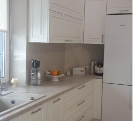 Кухня угловая с вырезом столешницы под окно, МДФ крашенный, BLUM