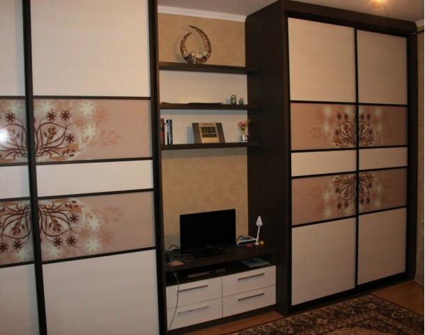 Шкаф в гостиную с горкой для телевизора